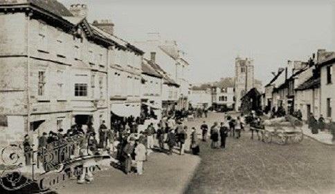 moretonhampstead-village-fore-street-market-day